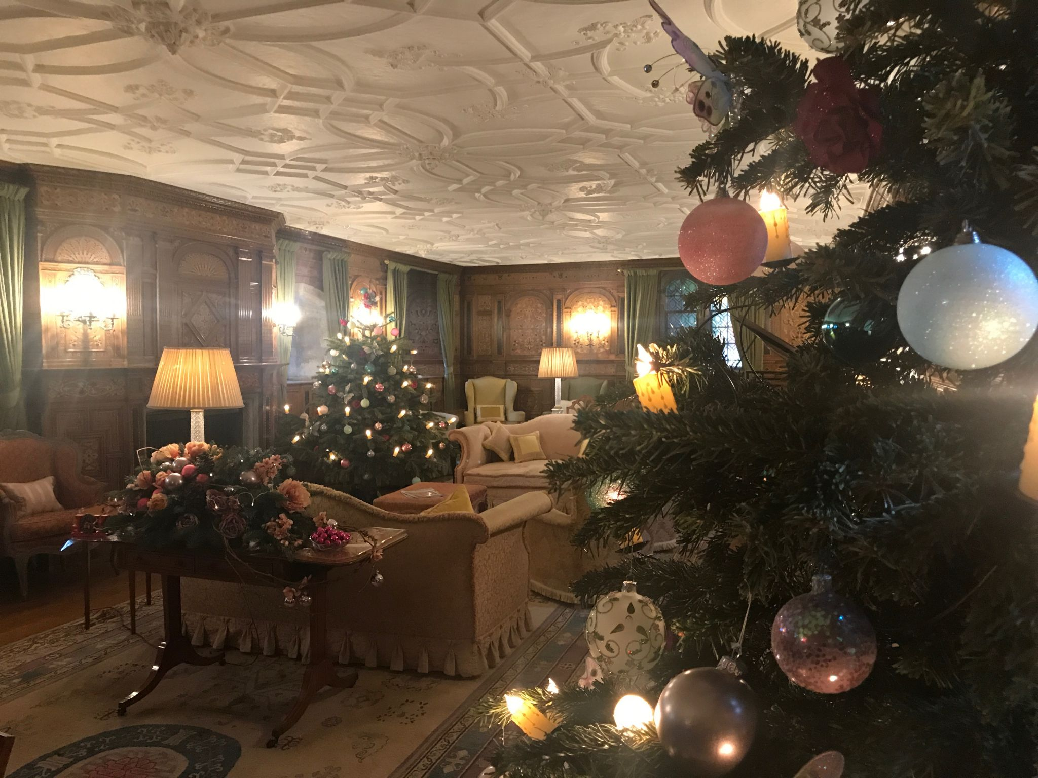 Christmas At Hever Castle // The History Of The Christmas Carol